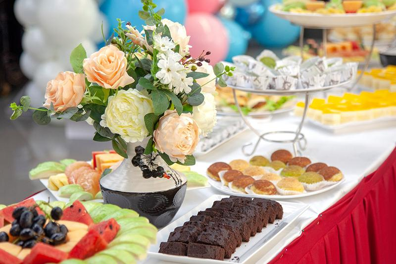 Đặt tiệc tại công ty quận 5 với những món bánh ngọt thơm ngon