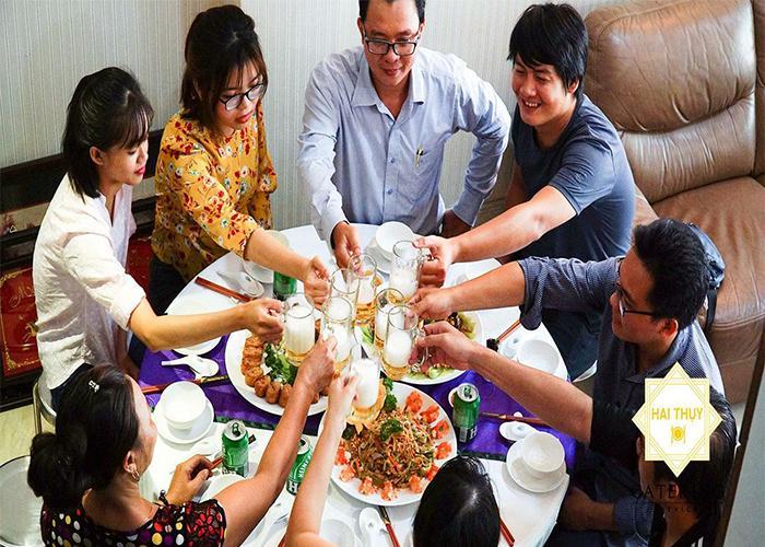 Đặt 1 bàn tiệc tại nhà và những lưu ý bạn cần biết