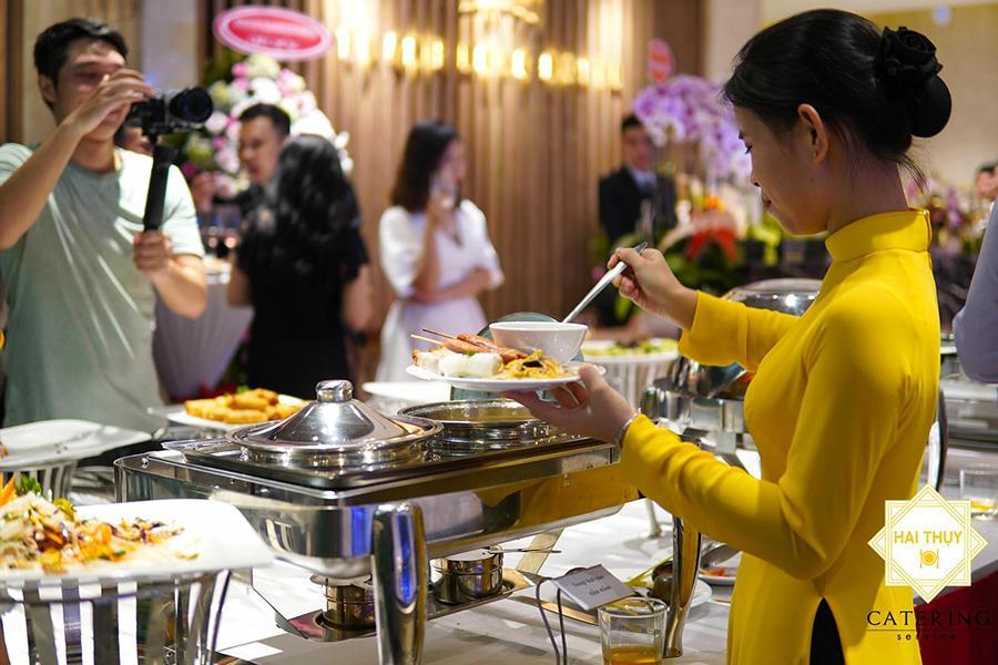 Trọn niềm vui khi đặt tiệc tại công ty quận 4 với Hai Thụy Catering